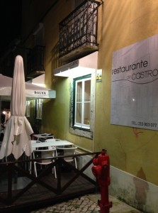 Another great new entry to the Lisbon restaurant scene is De Castro, located in the pleasant Praça das Flores.