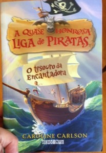 The Brazilian edition of my friend Caroline Carlson's Very Nearly Honorable League of Pirates series, book 1. The English title is Magic Marks the Spot, but the title in Portuguese translates to The Treasure of the Enchantress.