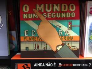 O Mundo Num Segundo in its natural habitat.