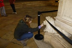 Maddy feeds the lion at the Jeronimos Monastery.