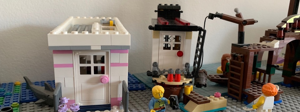 My Lego Houseboat MOC: A New Year's Resolution Completed!
